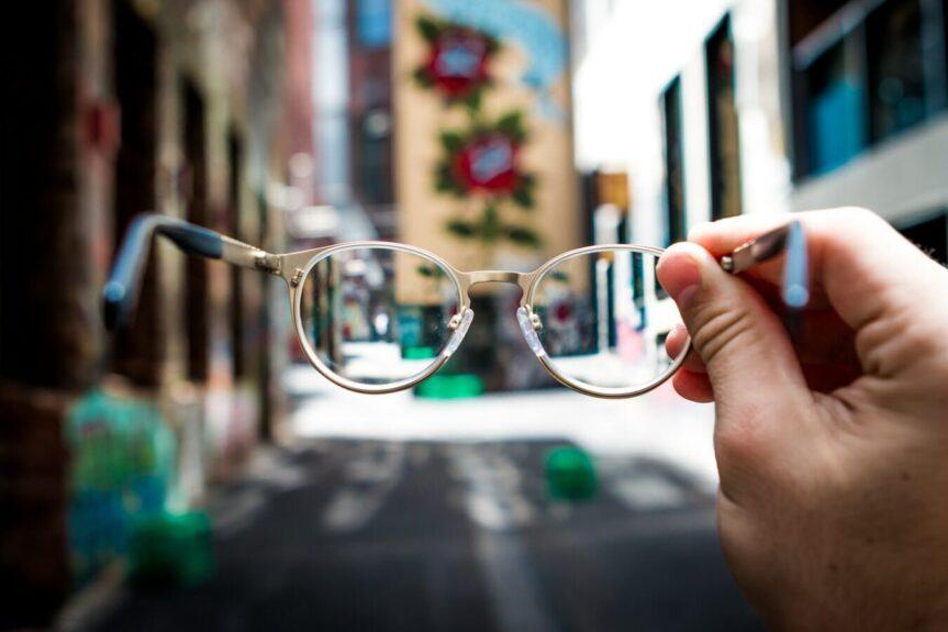 Brillen mit Planglas: Modischer Durchblick für alle