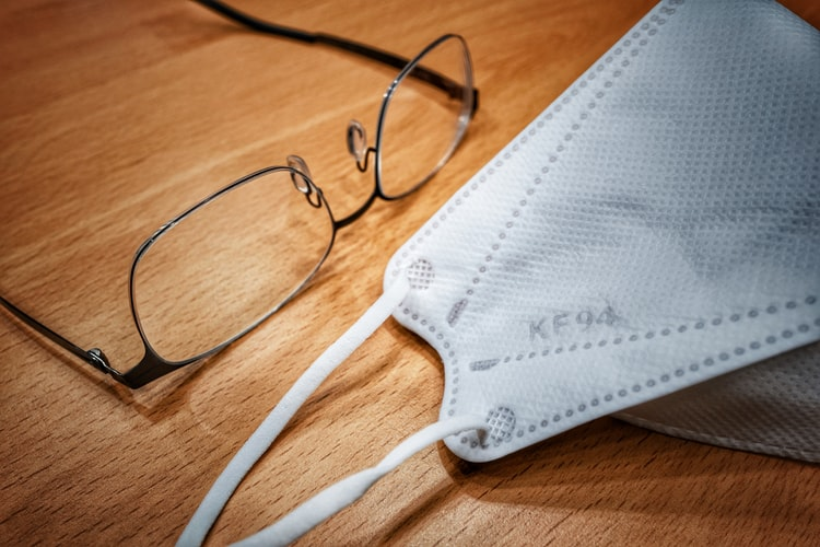 Corona und Brille – Mister Spex klärt auf